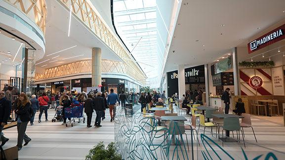 I Viali shopping mall carrefour property carmila nichelino torino italy
